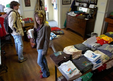 Do Too Many T-Shirt Shops Cheapen Tourist Areas Such as New Orleans?