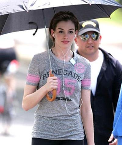 Anne Hathaway renegade