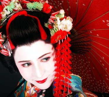 How to Dress Like a Geisha